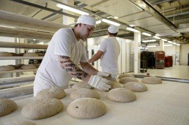 Требуется пекарь в кафе. Требования в Бишкек