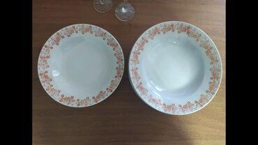 10 тарелок суповых из одного набора, 4 средние, 6 больших - 500 сомов
