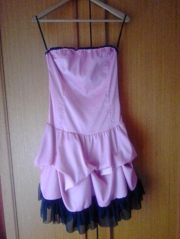 Bela haljina sa cipkom - Srbija: Roze satenska haljina, sa crnom cipkom.  Podesiva na ledjima na pertl