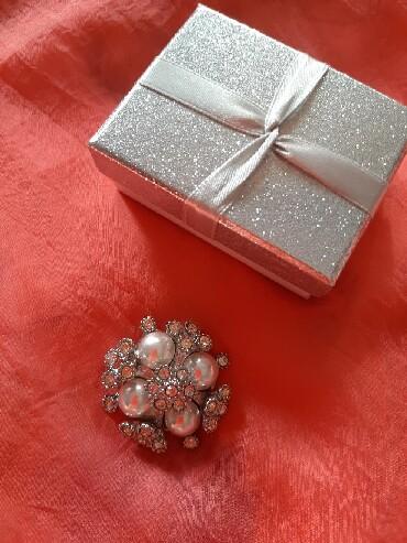 Продам брошь, новая, отличный подарок, скоро новый год, цена 700 сом