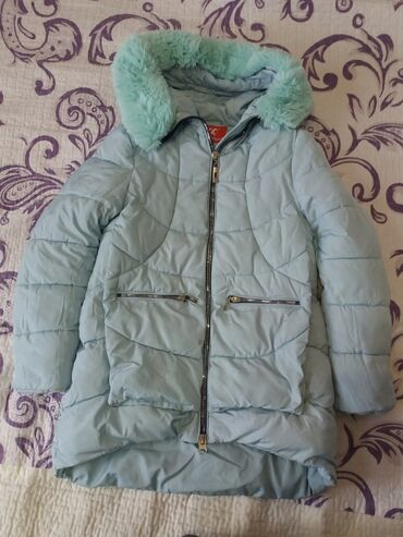 Куртка на девочку. Зимняя, очень теплая. Размер 140. Примерно на 10 -
