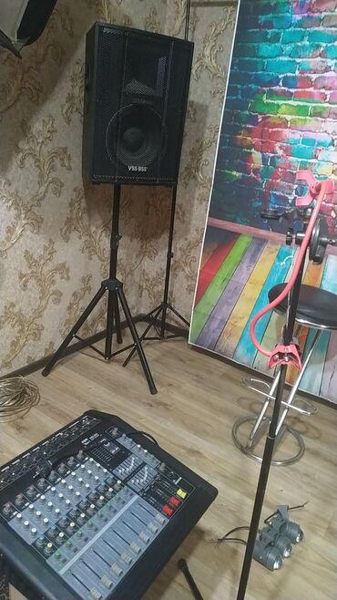 Музыкальный аппаратура калонка пульт ноутбук