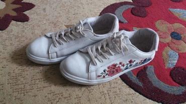 Срочно две обуви за 500с.Женские в Бишкек
