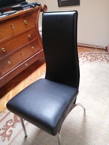 Dve crne kozne stolice za trpezariju ne koriscene kupljene prosle