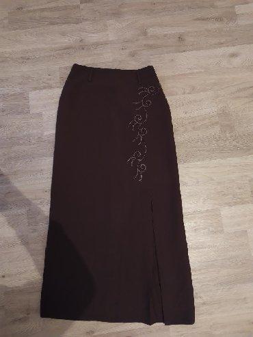 Zenski stofani vuneni mantic tsmno braon - Srbija: Zenska duga suknja, braon boje, ima slic na levoj nozi. Jako dobro