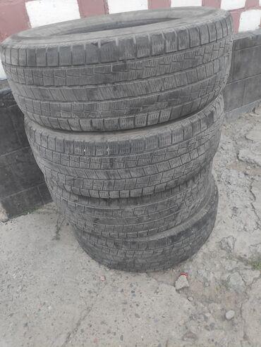 Продаю б/у резину зимние Goform 235/65/17 в хорошем состоянии,Комплект