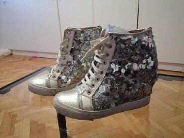Patika cipele - Srbija: 1500 rsd ekstra ocuvane patika cipela sa skrivenom petom sa krljus