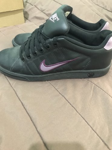 Nike sneakers 20€(shipping included)  σε Larissa
