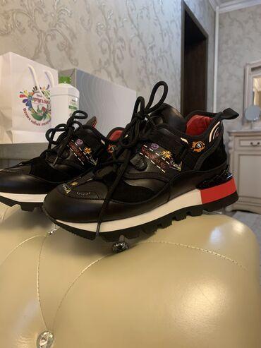 кий продажа в бишкеке в Кыргызстан: Женские кроссовки от бренда DOSSO DOSSI. Чистая кожа, размер 37, новые