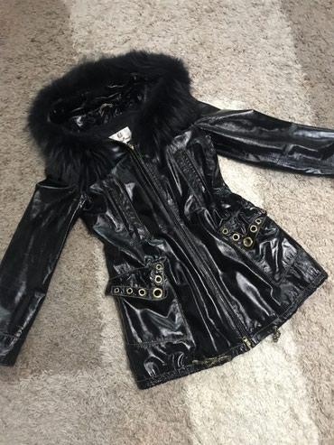 Продаю куртку. С натуральным мехом. Б/у в отличном состоянии. Размер 4
