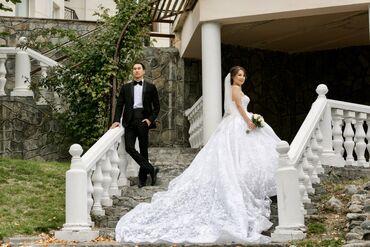 """Продаю свадебное платье """"Royal"""". Цвет: Ivory, с длинным шлейфом, очень"""