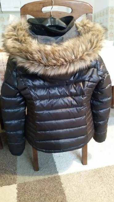 Esprit-manti - Srbija: ESPRIT Ženska kratka jakna sa krznom veličina S/36 .Veoma dobra jakna