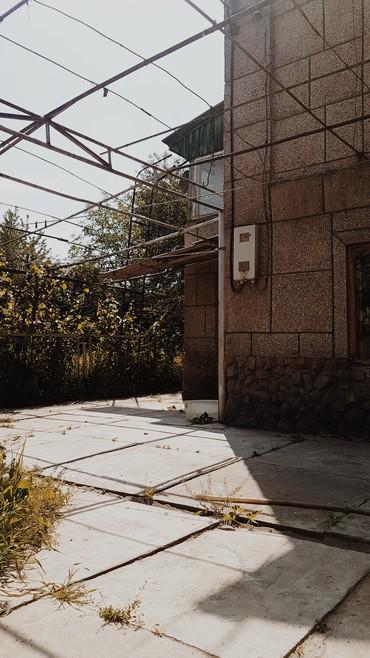 Продаю 2 этажный кирпичный дом в в Бишкек