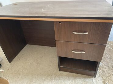 Ofis mebeli satilir50 manatdan catdirilma daxilElage nomresi ( 055)