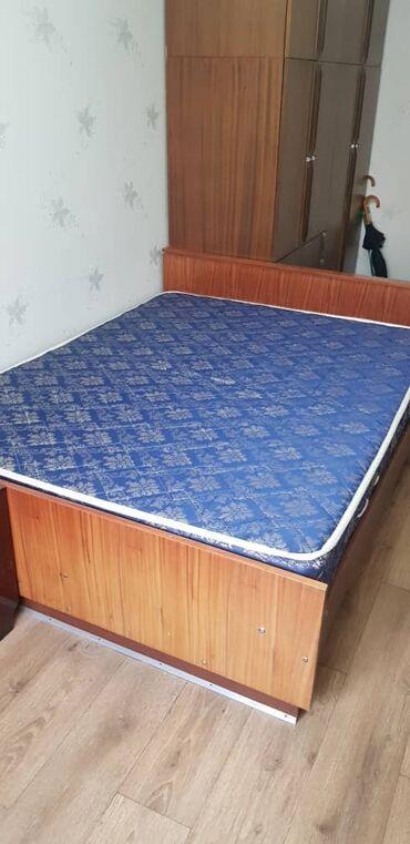 двуспальное овечье одеяло в Кыргызстан: Продаётся двуспальная кровать С матрасом   Длина 200 см  Ширина 160 см
