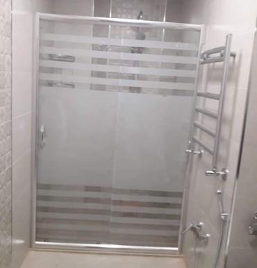 Duş kabin ara kesme hazirlanir