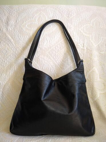 Sako crne boje - Srbija: Banana Republic kožna crna torbaCrna torba od prirodne kože, korišćena