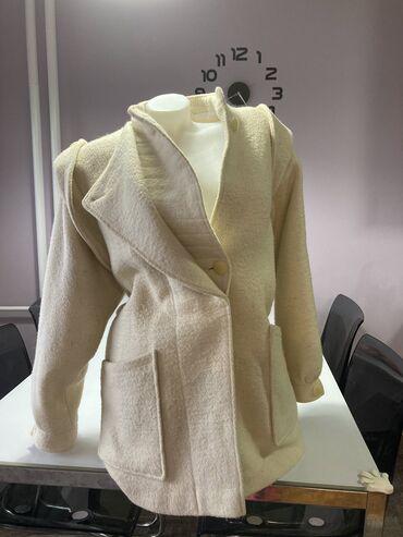 Prelep i kvalitetan kaput . Model Zara . Kaput za hladne dana .Bez boj