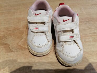 ������������������������������ ���������KaKaoTalk:PC53���24������ ������������ - Srbija: Nike patike za devojčice br 24. Lepe, kvalitetne, bez oštećenja