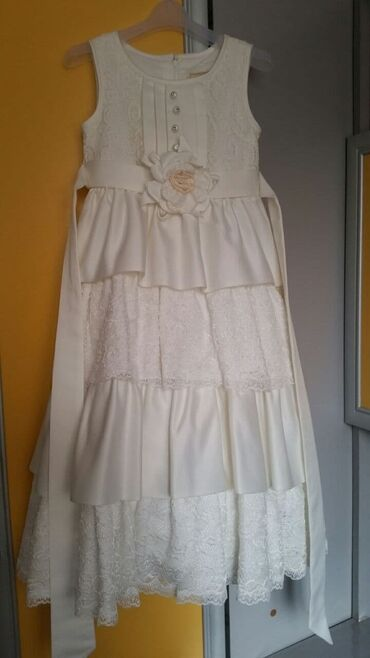 Кремое платье для девочки на любое торжество.На 5-9 лет. Звонить по