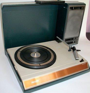 ANTIKVARNI Portabl philips 22gf403 gramofon s početka 70' ih - Beograd
