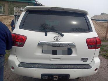 Toyota Sequoia 5.4 л. 2012