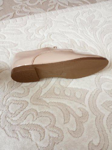 Совсем новые туфли,очень удобные,размер 38,5,продаю за 50 ман,есть