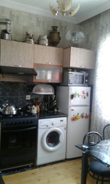 Xırdalan şəhərində Ev, mebelleri ve eshyalari ile birlikde satilir.