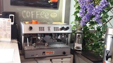 купити автоматическая кофемашину в Кыргызстан: Продаю кофемашину вместе с кофемолкой + Бонус 3 пачки кофе в подарок