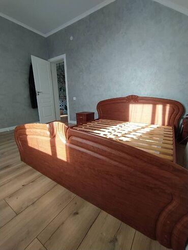 Продаю (Сатылат) кровать(без матраца) и две тумбочки