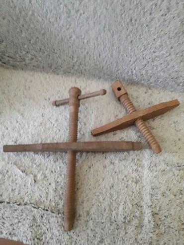 | Backa Topola: Drvena stega-presa 2 kom. Obe za 800 din