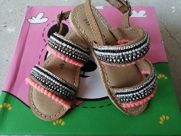 Sandale nove br 27
