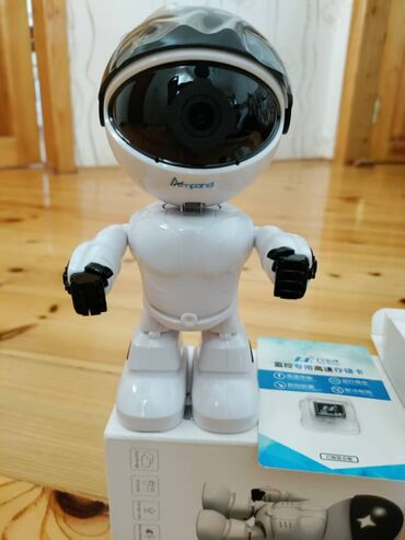 Yuksek keyfiyyetli WiFi Smart Camera, robot formasinda evdə her seye