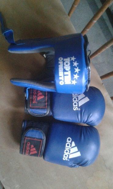 цена-боксерских-груш в Кыргызстан: ПРОДАЮ ПЕРЧАТКИ И ШЛЕМ ЦЕНА 1500с