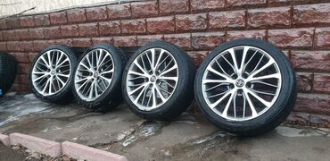берци летние в Кыргызстан: Продаю диски от Camry 70ки летние шины. Диски в отличном состояние по
