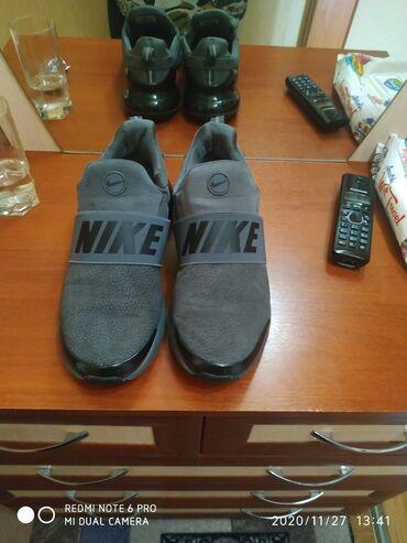 Продам классные кроссовки очень удобные пойдут как под классику так и