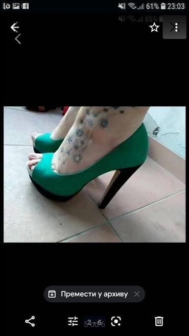 Sandale sa platformom, broj 38. Imaju malo ostecenje koje se moze vrlo