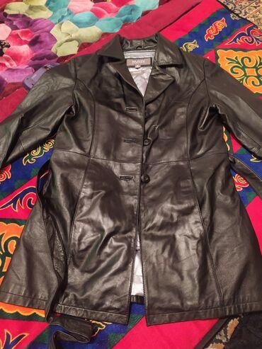 Женская Кожанная куртка. Удлиненная. Размер М . носили пару раз. В