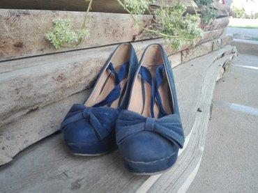 Ženska obuća | Odzaci: Platforme plave boje,visna platforme je 10cm. Broj 38