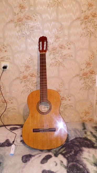 Bakı şəhərində Gitara ariana çxoluda var ela vezietdedir