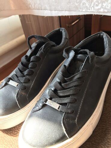 Мужская обувь - Кыргызстан: Оригинал кроссовки от j'Slides одевала 1 раз оказались не по