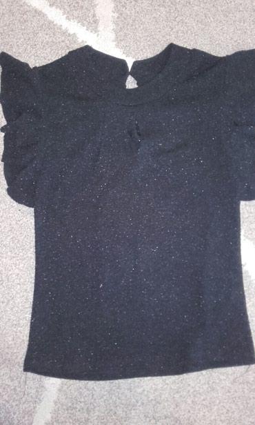 Bluzica elegantna nova ne koriscena,veličina s,ima mali otvor napred - Crvenka