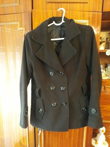 Crni,kraci zenski kaput,odgovara velicini M.Moguca zamena - Subotica