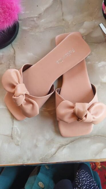Женская обувь в Джалал-Абад: Сандалии и шлепанцы