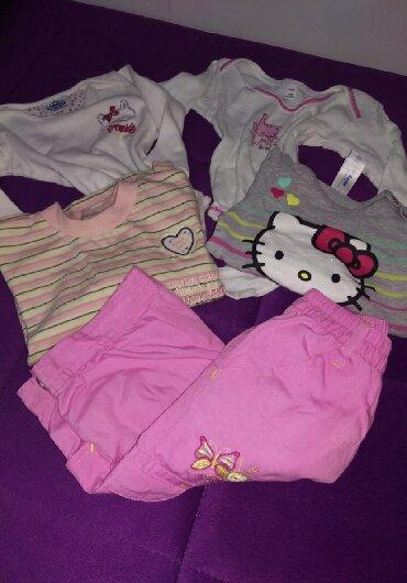 Pantalone postavljene idealne za zimu u kompletu dve bluzice i dva