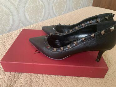 36 размер в Кыргызстан: Кожаные туфли valentino каблук 6 см 36 размер но маломерят почти новые