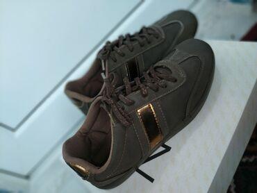 Женские кроссовки коричневого цвета. Покупали в Турции, состояние