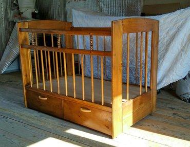 Продаю кроватку из массива сосны... в хорошем состоянии... + матрасик  в Бишкек