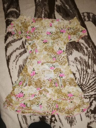 3988 oglasa: Cvetna lagana haljina Par puta nosena nema mana ni ostecenja Velicin