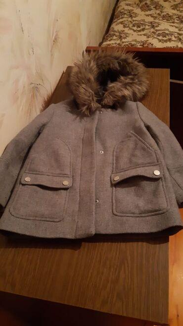 uşaq paltosu - Azərbaycan: 10 manat usaq paltosu 6-7 yash ucun